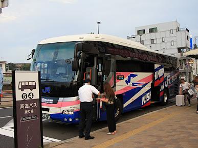 西日本JRバス「白浜エクスプレス大阪号」 西日本JRバス「白浜エクスプレス大阪号」 2331_106 田辺駅前乗車改札中