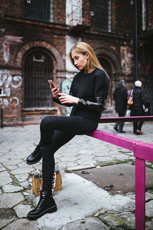 City chic outfit with leggings
