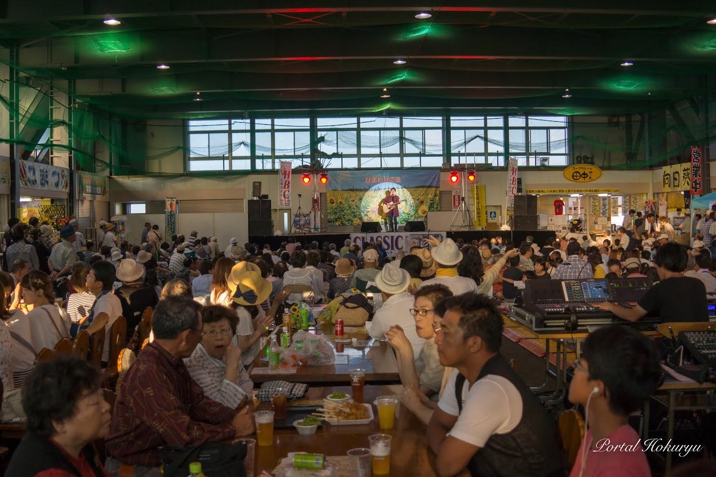 満席のひまわり観光センター
