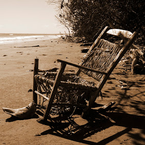 old woven by Cristobal Garciaferro Rubio - Artistic Objects Antiques ( shore, sand, chair, sea, woven )