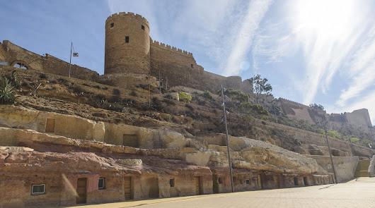Llegan obras a La Alcazaba y al entorno del Mesón Gitano