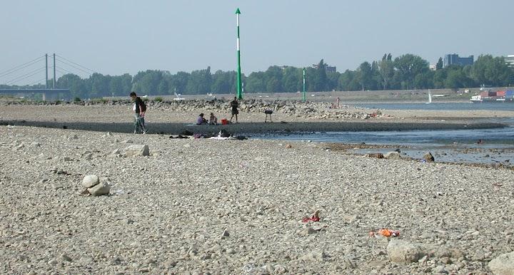 Das Rheinufer bei Düsseldorf 2003
