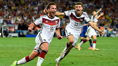 Photo: Germany's Mario Goetze (L) celebrates near teammate Thomas Mueller after scoring a goal during extra time in their 2014 World Cup final against Argentina at the Maracana stadium in Rio de Janeiro July 13, 2014. REUTERS/Dylan Martinez (BRAZIL  - Tags:  SOCCER SPORT TPX IMAGES OF THE DAY WORLD CUP)   ORG XMIT: DHH153