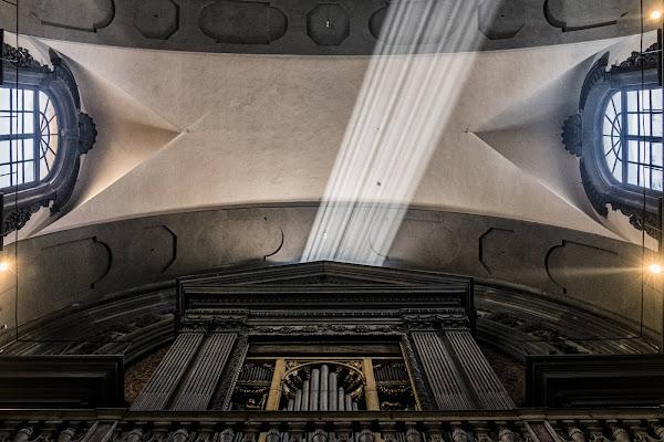 Metronomo di luce di Miki Sarace