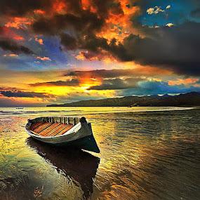 AROUND LIGHT by Jasen Tan - Transportation Boats