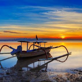 Sunrise at Sanur.. by Hendrik Priyanto - Transportation Boats