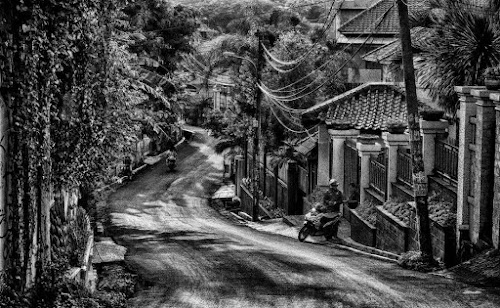 Goes down....... by Tigor Lubis - Black & White Street & Candid