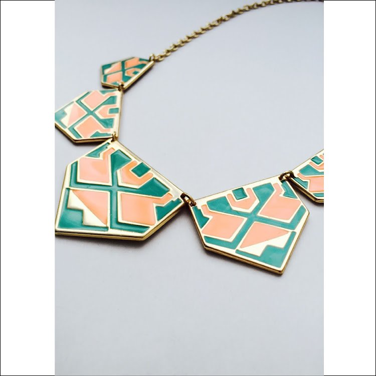 N039 - M. Springy Colorplate Necklace