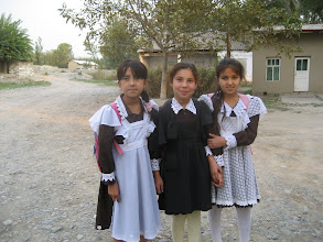 Photo: Uzbek Schoolgirls