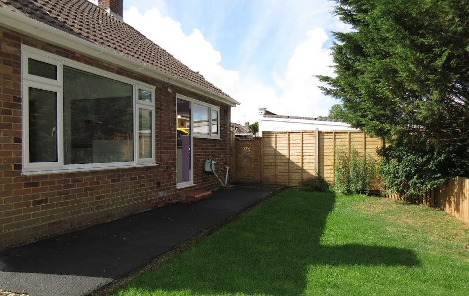 2 bedroom bungalow to let