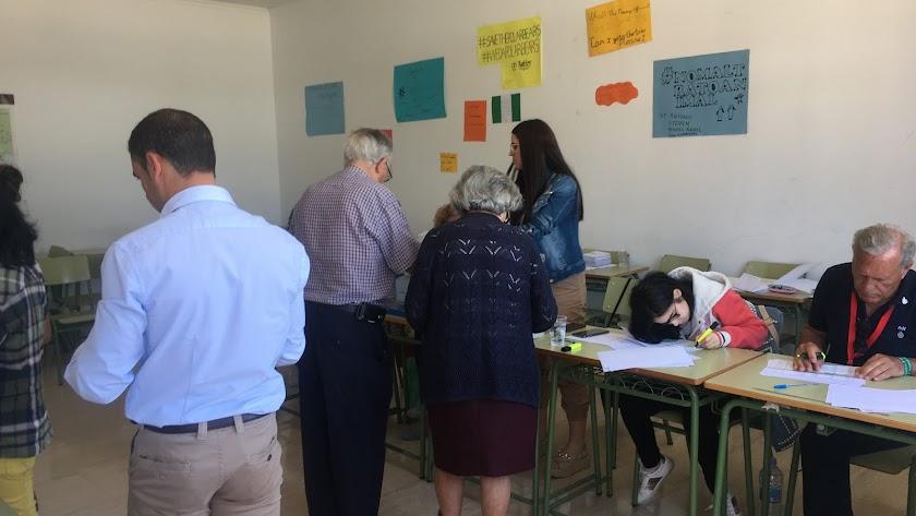 El colegio electoral del IES Martín García Ramos de Albox, esta mañana.