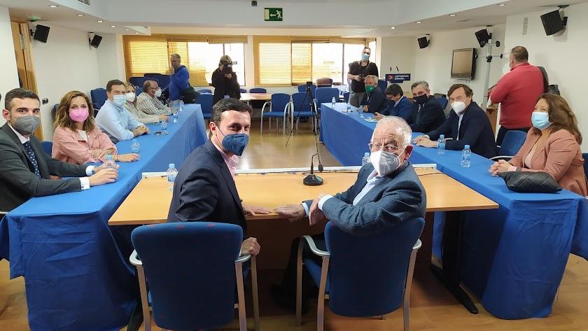 La penúltima imagen del relevo en el PP de Almería.