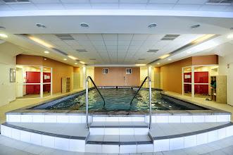 Photo: Autre angle de vue de la piscine intérieure propre à la résidence Castor & Pollux, à Risoul, Alpes du Sud.