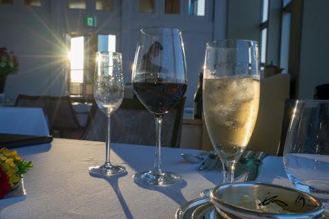 きらめくワイングラス