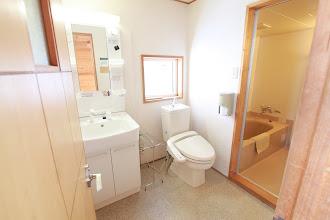 Photo: 2階 トイレと洗面台。右奥が浴室です。 洗面台が新しくなりました。 2层 厕所&洗手池 右边里面是浴室 洗手池翻新了 2F sink & toilet  bathroom on the right sink renovated