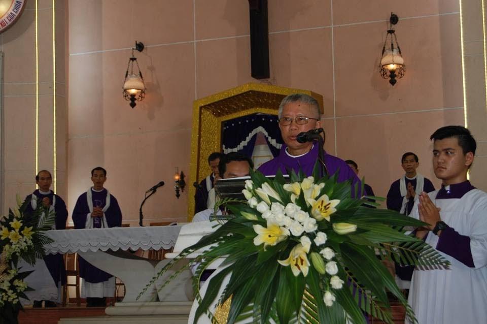 Lễ an táng ông cố Giacobe Đỗ Trí có đến 3 Đức Cha, hơn 300 linh mục - Ảnh minh hoạ 2