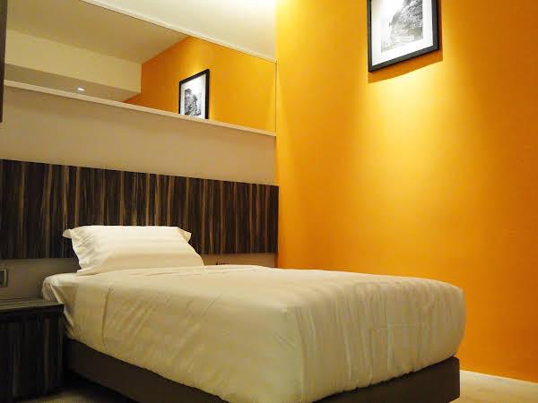 Orange Premier Taman Segar