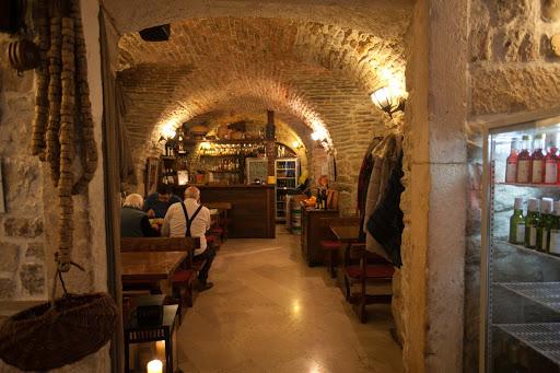 Kotor-restaurant.jpg - The brick interior of Dalmatinska Konoba Cesarica, a restaurant in Kotor, Montenegro.