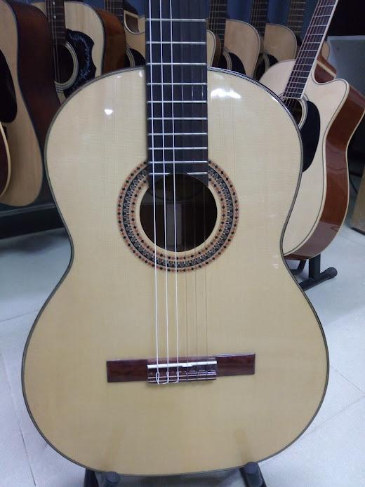 Classic guitar DC250