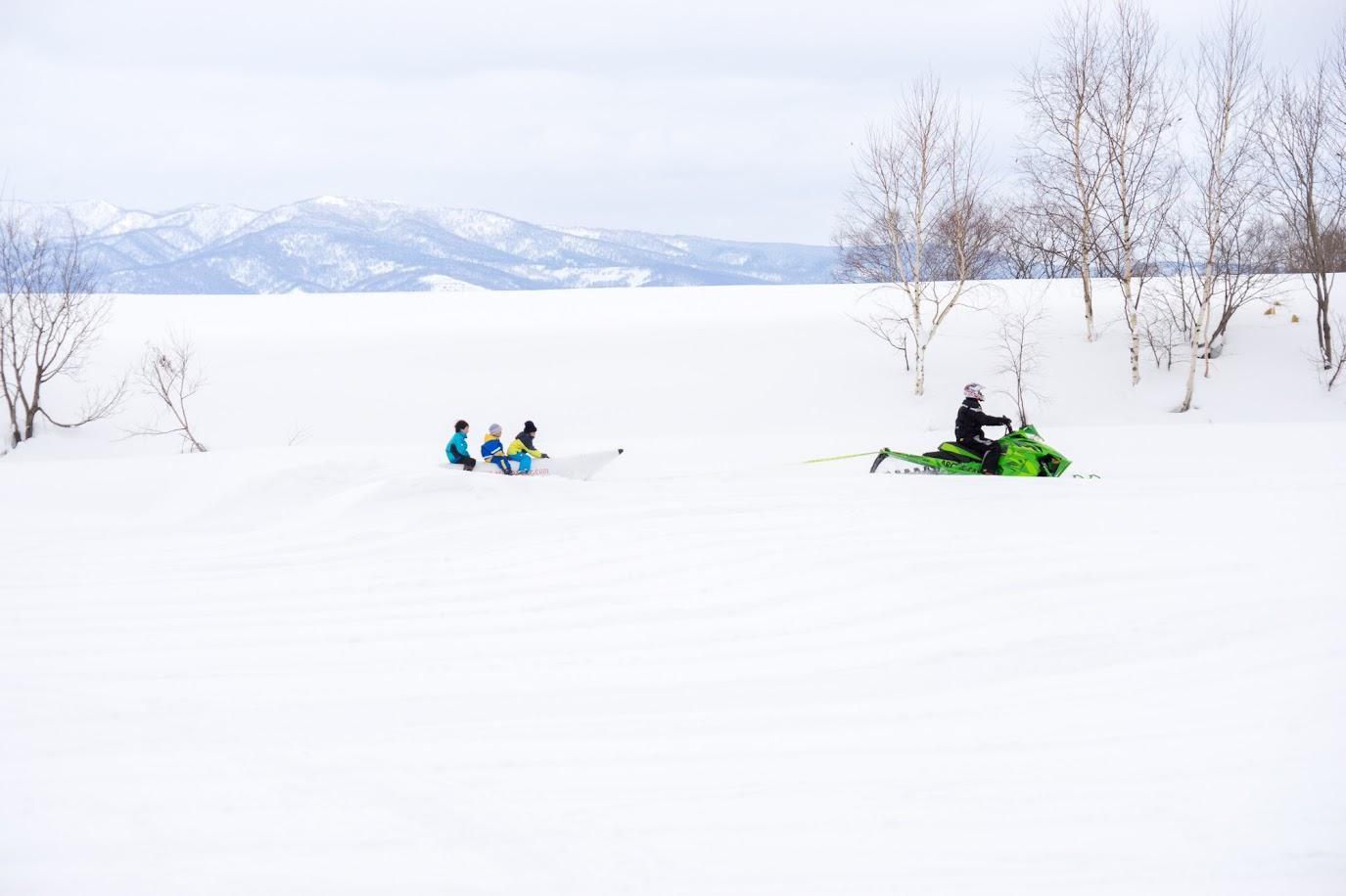 真っ白雪原を走ります