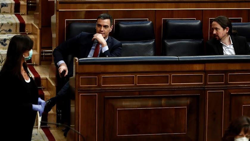 Sánchez e Iglesias en el Congreso durante el debate de prórroga del estado de alarma