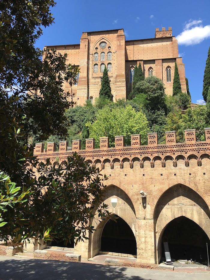 Siena, Fontidi Fontebranda–sottolaBasilica diSanDomenico