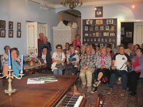 Photo: W salonie wysłuchaliśmy z ust przewodniczki historii pisarza, jego przodków i potomstwa.