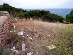 Photo: Mirador ple de deixalles, dalt Cala en Porter