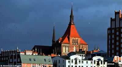 Photo: St. Marienkirche in Rostock an der Warnowmündung. Im Jahre 1218 erhielt Rostock das Lübische Stadtrecht. Um ca. 1230 begannen die Bürger mit dem Bau der Marienkirche.