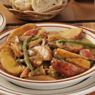 Southern-Style Grilled Chicken, Potatoes, and Green Beans in Gravy.