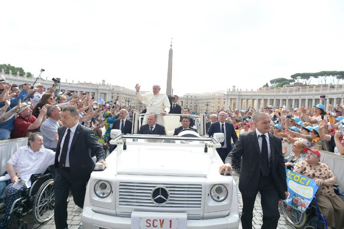 Pope Francis at the General Audience in St. Peter's Square, June 15, 2016. Credit: L'Osservatore Romano.