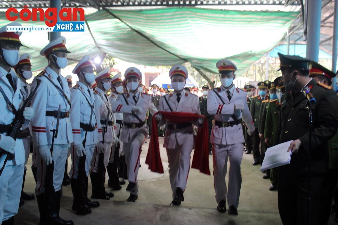 Lễ truy điệu được tổ chức trang trọng theo nghi thức Công an nhân dân Việt Nam