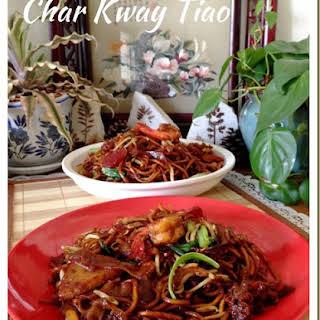Singapore Stir Fry Flat Rice Noodles or Char Kway Tiao (炒粿条面).