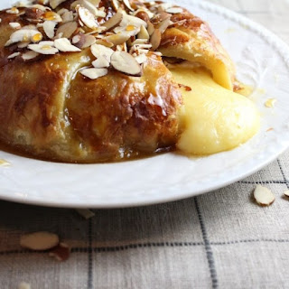 Baked Brie in Puff Pastry with Honey and Almonds Recipe
