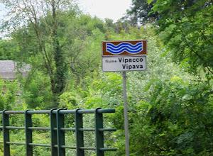 Photo: Jeszcze na terenie Włoch, most przez rzekę Vipacco, która jest lewym dopływem Isonzo.  Po stronie słoweńskiej rzeka nosi nazwę Vipava. A jej dolina zajmuje obszar,  który rozciąga się pomiędzy równiną Gorizia we Włoszech a Otošče w Słowenii.