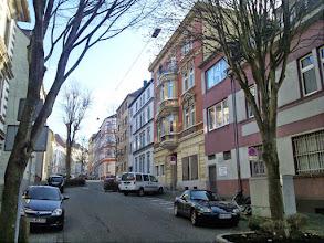 Photo: Ein Blick von der Einmündung der Mauerstraße in die Augustastraße aufwärts zur Kreuzung Bismarckstraße.