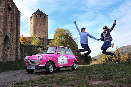 Pink Mini Classic Car | Krys Kolumbus Travel