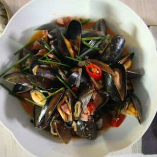 Spicy Mussels with Bacon.