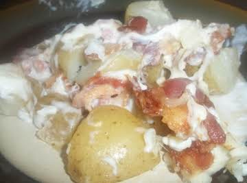 Baked potatoes with turkey bacon and cream