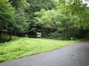 左に登山口