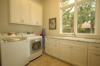 Photo: Laundry Room http://www.destinationvacationhhi.com/20_black_skimmer.htm