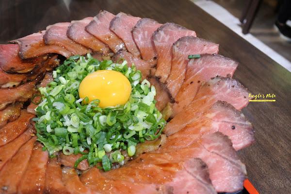 丼fun。很怕你吃不飽的台南炸牛排,把肉堆滿的台南丼飯/五妃街美食