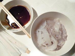 Photo: ありがとう!戸田さん! 釣ったヤリイカをさばいて、みんなでおいしさを堪能しました。