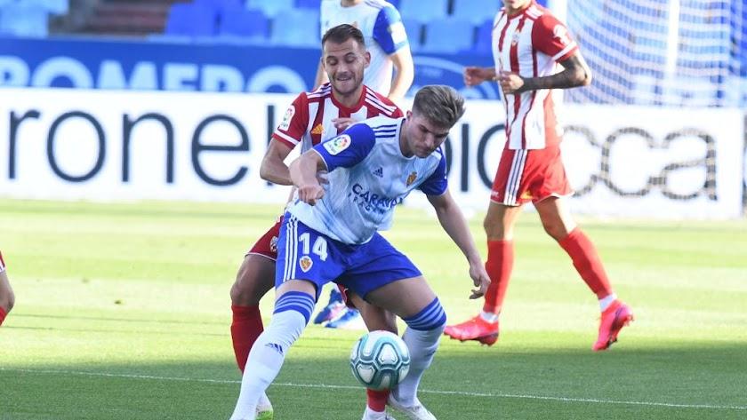 Raúl Guti en el partido Real Zaragoza-UD Almería.