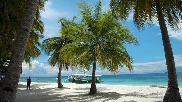Babau Santa Beach Resort, Talicud Island