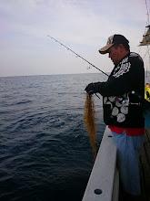 """Photo: ・・・あいたた。 """"ヤジマさん""""、魚を釣りましょう!"""