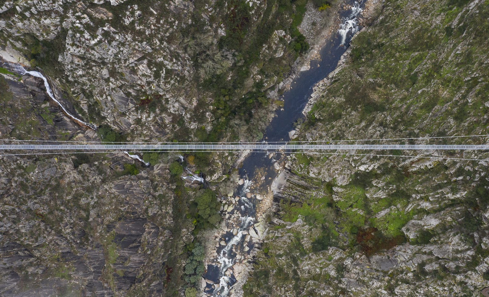 A ponte, de 516 metros, passa por cima do Rio Paiva, no norte de Portugal (Imagem: 516 Arouca/Divulgação)