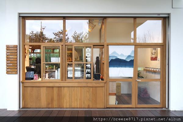 藍豆. Cāfé .|白色木質調咖啡館