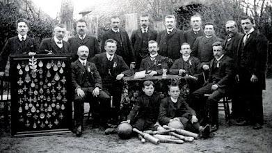 Photo: 1910 kegelclub Semper Unitas.