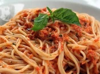 Spaghetti With Red Pesto Sauce Recipe